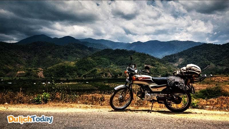 Đi xe máy đến đồi con Heo được ngắm nhìn cảnh đẹp thiên nhiên