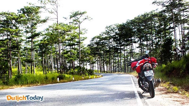 Di chuyển bằng xe máy đến Mũi Nghinh Phong