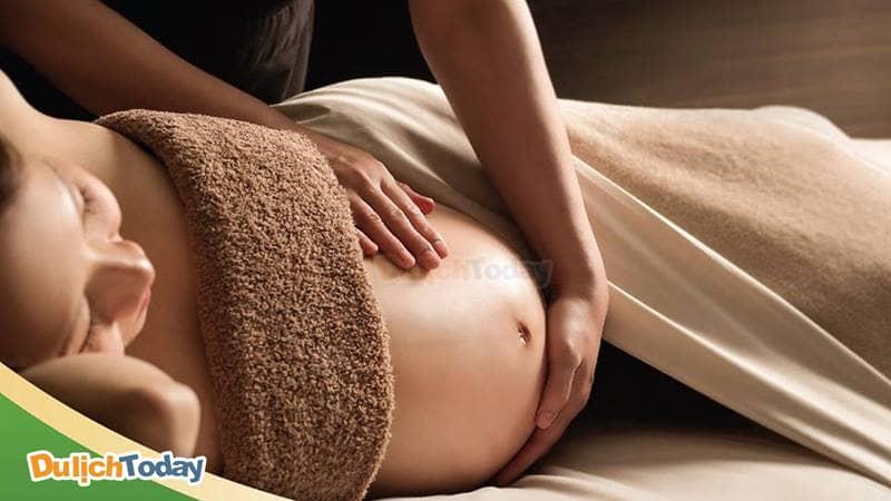 Phương pháp massage tại Green Field Spa giúp thúc đẩy tuần hoàn máu và giảm căng thẳng mệt mỏi cho mẹ bầu.