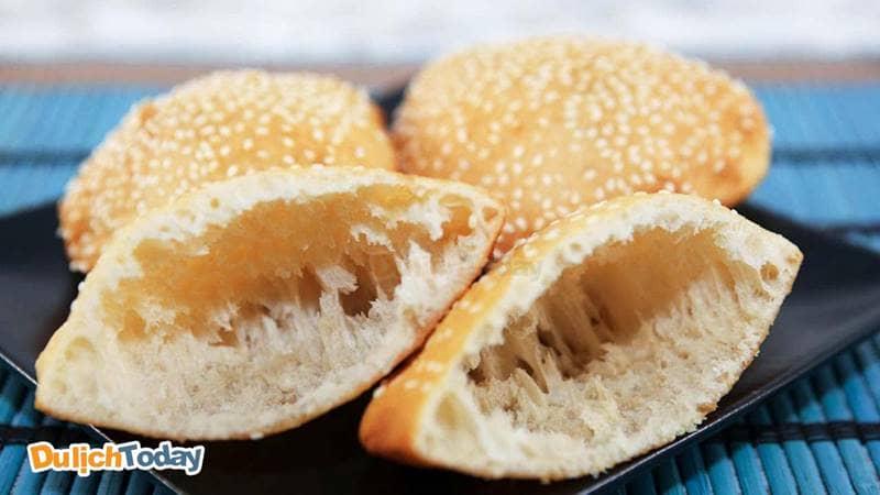 Với những nguyên liệu đơn giản làm nên món bánh tiêu vô cùng nổi tiếng ở Vũng Tàu