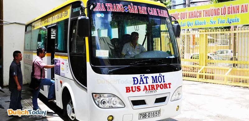 Sử dụng xe buýt hãng Đất Mới là cách thuận tiện mà giá rẻ