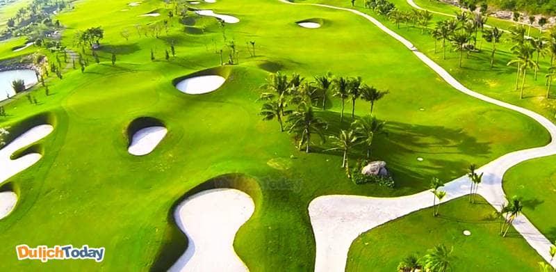 Sân golf Diamond Bay Nha Trang nổi tiếng với cơ sở vật chất hiện đại