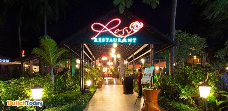 Nhà hàng Rosy phục vụ buffet sáng - trưa - tối