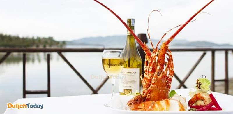 Ngắm biển và thưởng thức hải sản tại nhà hàng Seafood Hut của Diamond Bay Nha Trang