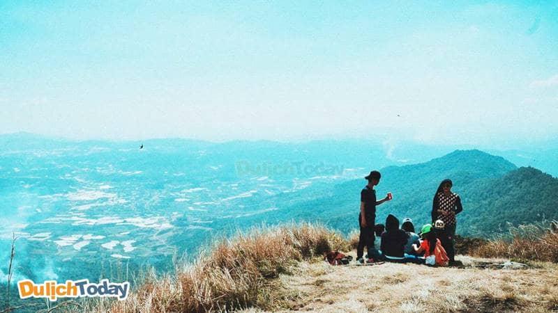Mở tiệc picnic tại đồi con Heo