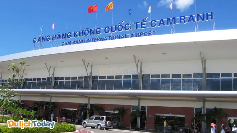 Cảng hàng không quốc tế Cam Ranh cách trung tâm thành phố Nha Trang 35km
