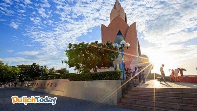 Tháp Trầm Hương - địa điểm du lịch quen thuộc của tất cả du khách khi đến Nha Trang