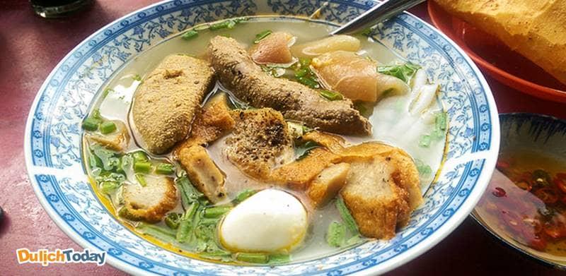 Bánh canh cá dầm là món bình dân giá rẻ mà ngon miệng