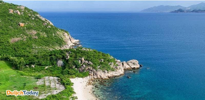 Đảo Bình Ba là một trong những điểm nhất định phải đến khi du lịch Nha Trang