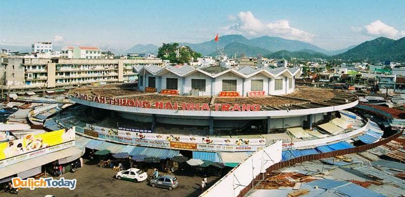 Chợ Đầm Nha Trang là khu mua sắm giá rẻ nổi tiếng