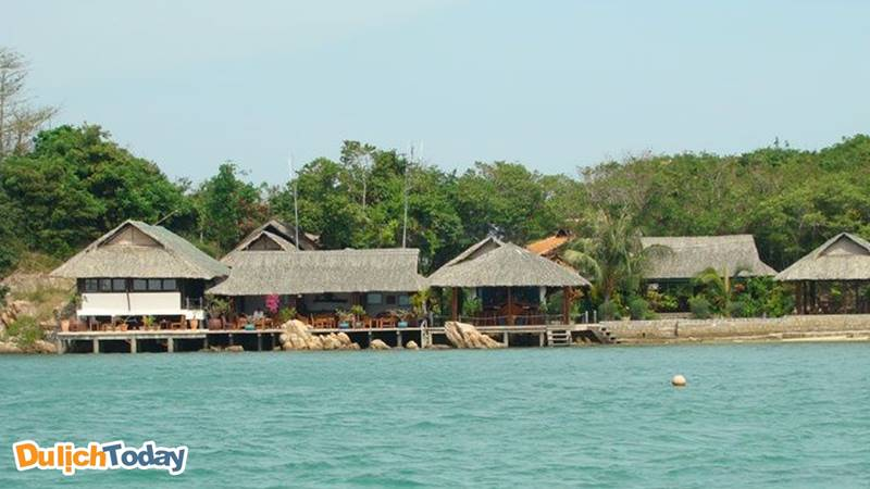 Lựa chọn resort 3 sao nằm riêng biệt trên đảo cũng là một ý kiến không tồi khi đi du lịch Nha Trang nghỉ dưỡng
