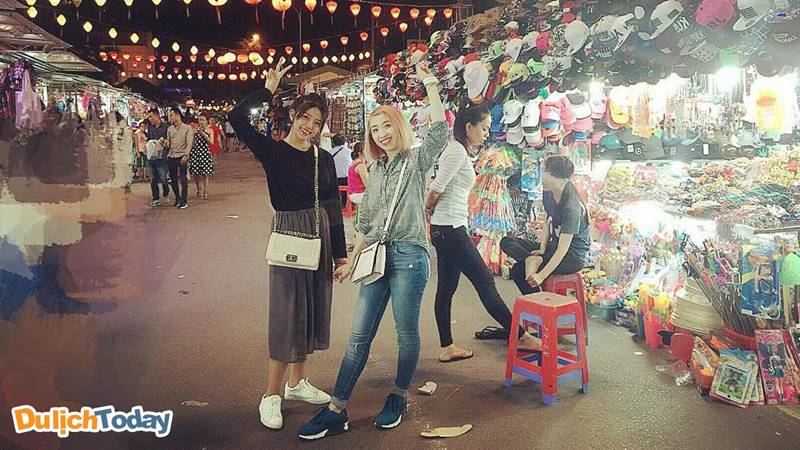 Checkin xinh lung linh tại chợ Đêm Nha Trang
