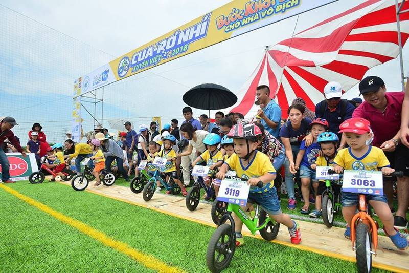 Giải đua xe thăng bằng dành cho các bé
