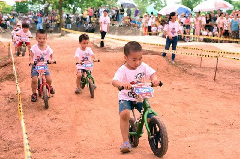 Giải đua xe đạp thăng bằng
