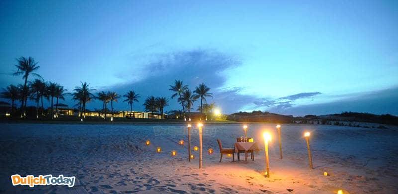 Khu nghỉ dưỡng về đêm có thể trở lạnh do sát bãi biển