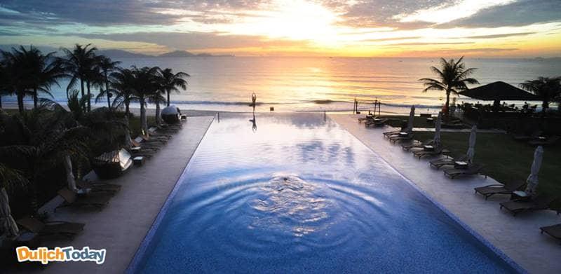 Bể bơi vô cực với quang cảnh cực đẹp tại Fusion Resort Nha Trang