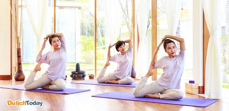 Các lớp học nâng cao thể chất như yoga được tổ chức miễn phí