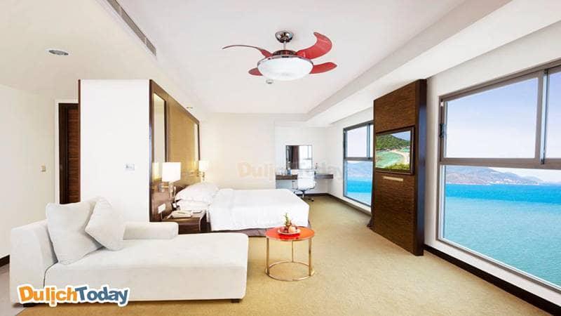 Phòng ngủ được thiết kế sang trọng với view nhìn cực ấn tượng