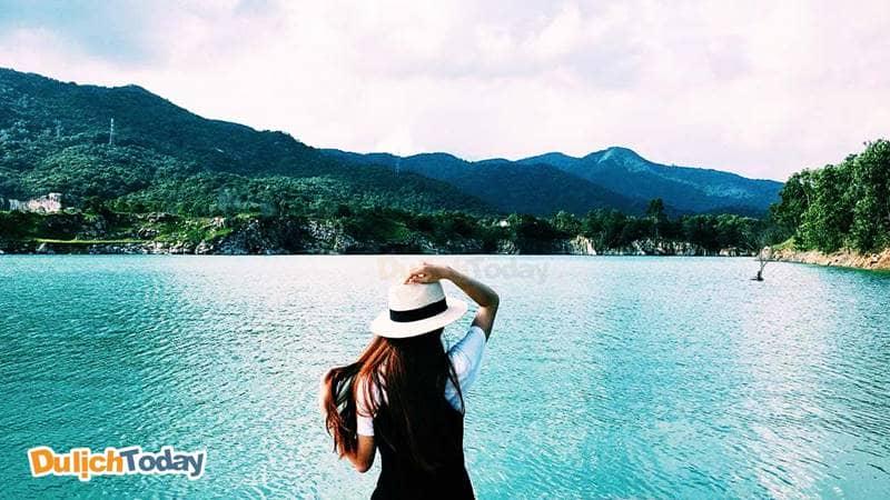 Chụp ảnh tại hồ Đá Xanh mang đến du khách những bức ảnh rất ưng ý