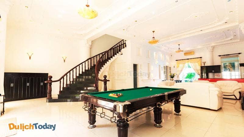 Bàn chơi pi-a-trò chơi giải trí dành cho khách nghỉ ngơi tại biệt thự