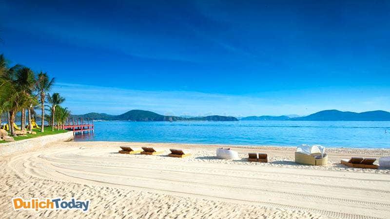 Bãi biển đẹp như trên các tạp chí của đảo Hòn Tằm Nha Trang