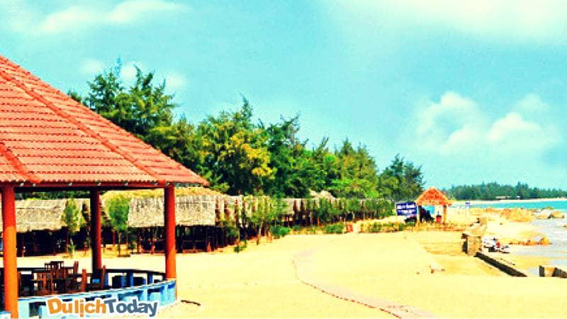 Khu nghỉ dưỡng nằm ngay trên bãi biển Long Hải vô cùng tuyệt đẹp