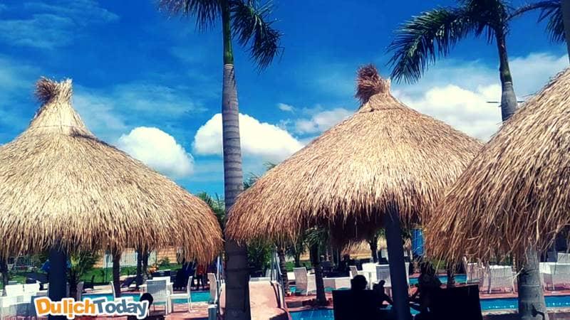Khu hồ bơi của Irelax Bangkok resort giải nhiệt ngày hè
