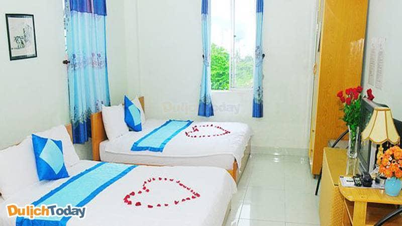 Phòng ngủ được đánh giá sạch sẽ, đầy đủ tiện nghi ở mức cơ bản nhất tại Queen 2 Nha Trang