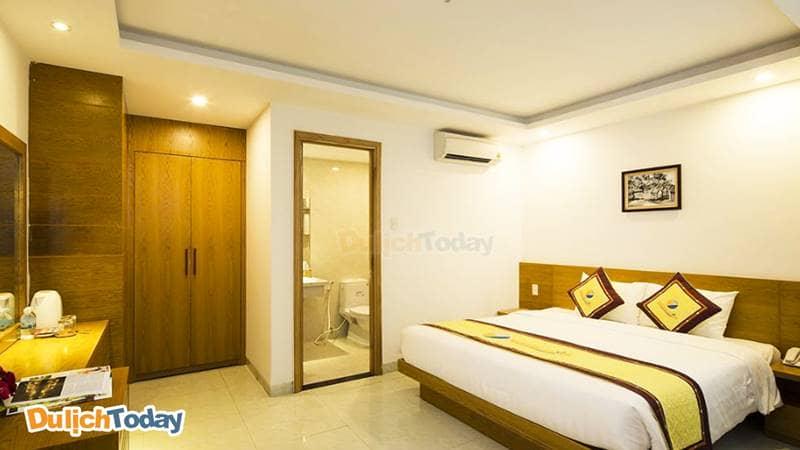 Phòng ngủ tại Majestic Nha Trang tuy không rộng nhưng đáp ứng đầy đủ tiện nghi