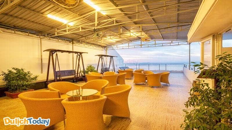 Sky Coffee tại Majestic Nha Trang hướng biển với không gian nhẹ nhàng