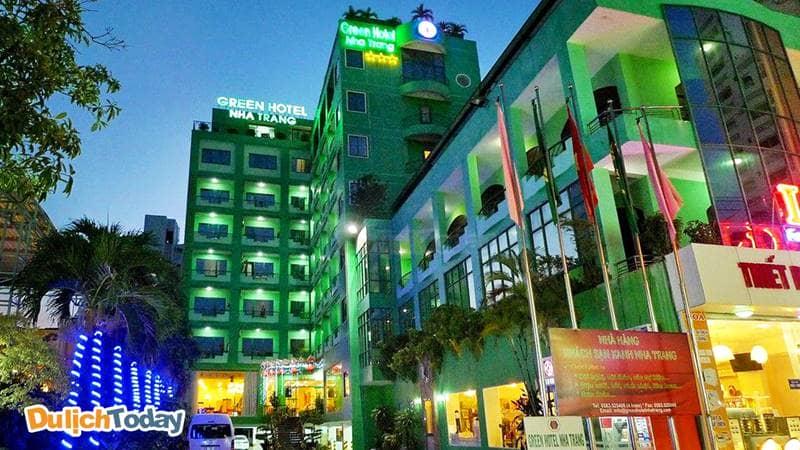 Green hotel Nha Trang nổi bật với màu xanh lá