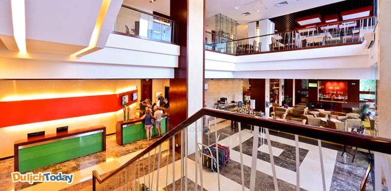 Bên trong khách sảnh Novotel Nha Trang mangphong cách trang nhã, lịch sự