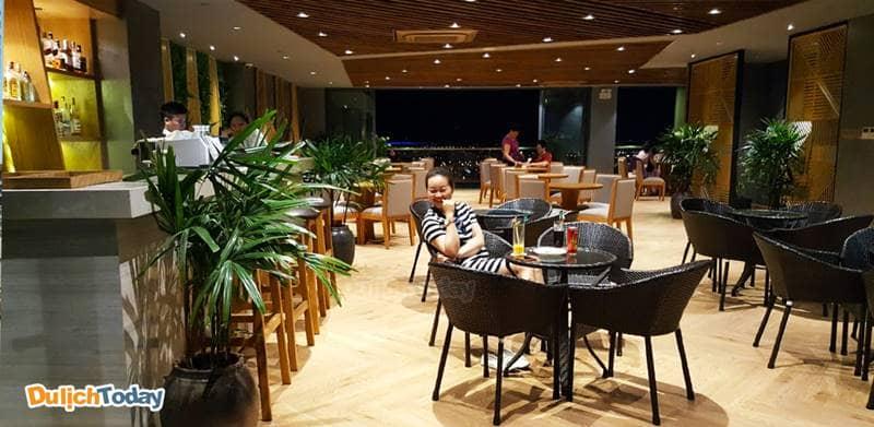 Khu vực nhà hàng, quầy bar của khách sạn hiện đại