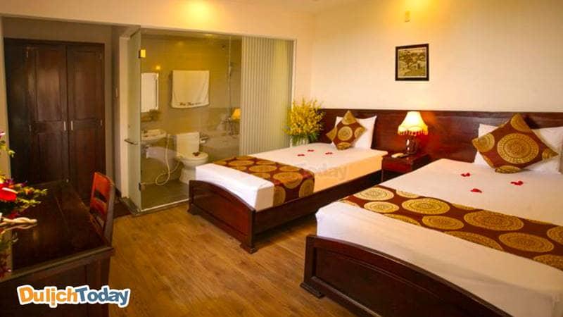 Phòng tại khách sạn Hà Thu Nha Trang được derco theo phong cách đơn giản