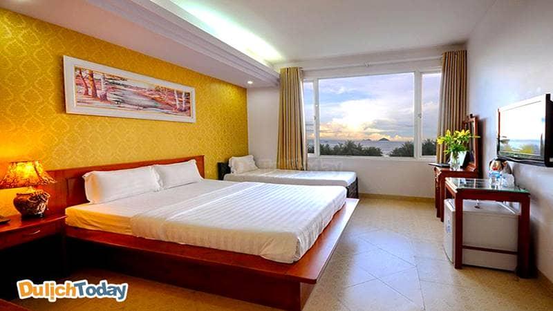Phòng ngủ có thêm giường phụ tại 101 Star hotel thích hợp với <em>gia đình có con nhỏ</em>