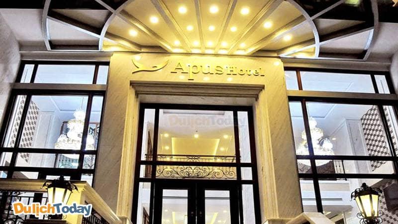 Mặt tiền với không gian ấn tượng của Apus hotel