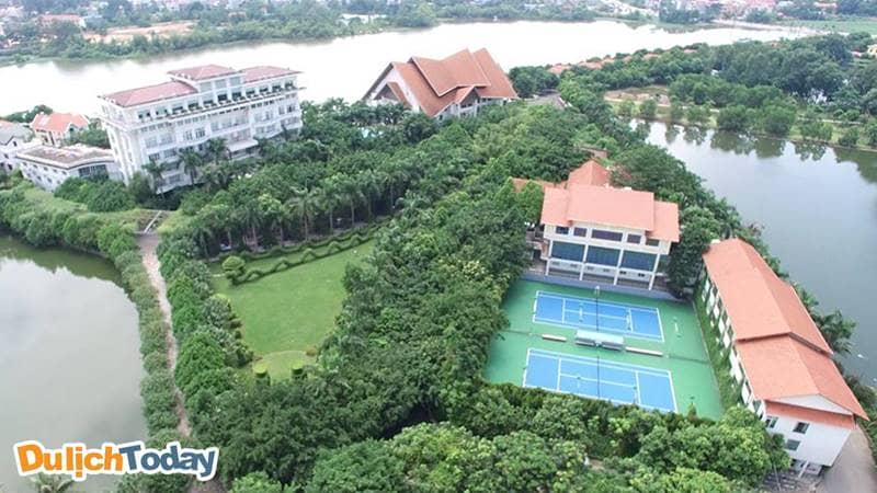 Khu khách sạn của Sông hồng Resort không khác một cung điện giữa đảo xanh