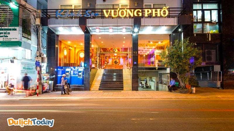 Khách sạn Vương Phố nằm trong khu trung tâm, thuận tiện đi lại