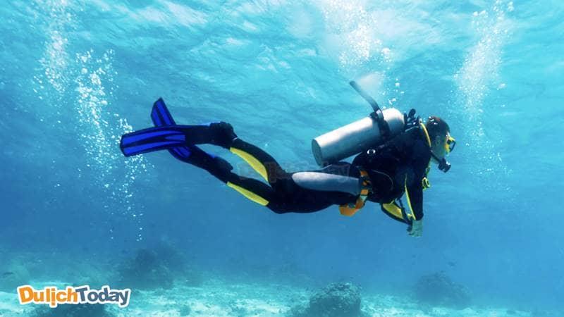 Hòn Mun là địa điểm thích hợp với dịch vụ lặn biển bằng bình dưỡng khí