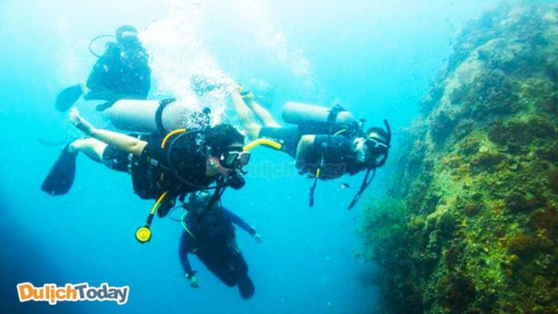 Fun dive là dịch vụ lặn biển Nha Trang chỉ dành cho những thợ lặn chuyên nghiệp