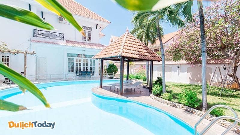 Hồ bơi ngoài trời tại biệt thự Vũng Tàu cho thuê theo ngày Levender Villa 7