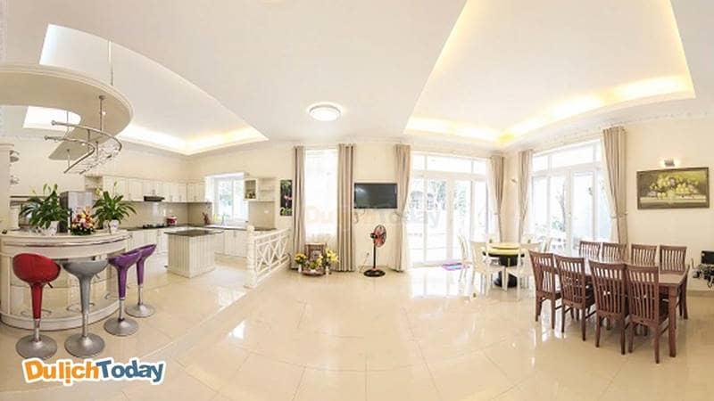 Phòng bếp rộng rãi, thoáng mát tại biệt thự Lưu Ly 2