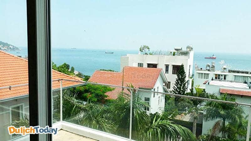 View nhìn ra biển từ trên cao tại biệt thự