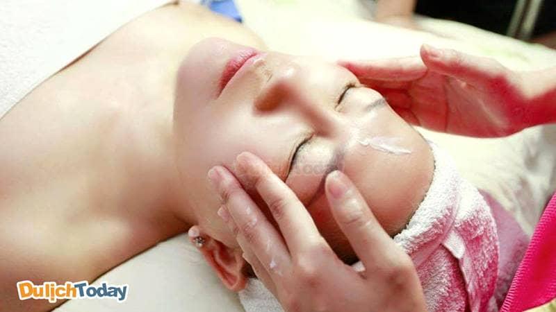 Căng da mặt, trẻ hóa làn da với dich vụ tại Ly'z spa