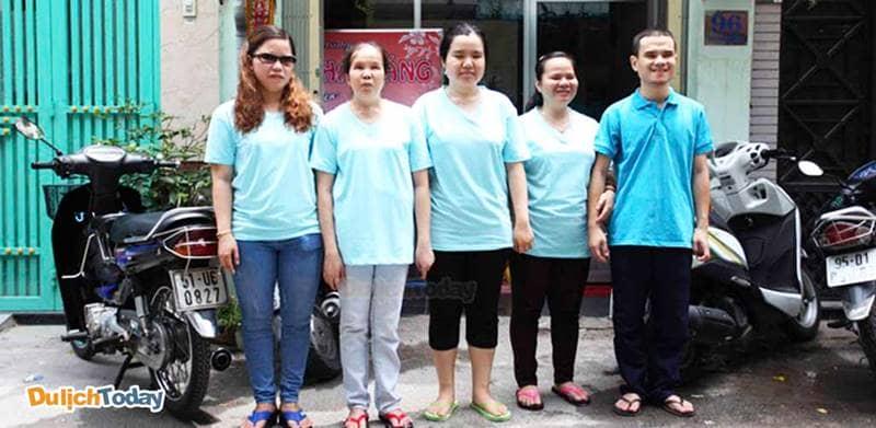 Những người khiếm thị có kỹ thuật chuyên nghiệp và rất thân thiện