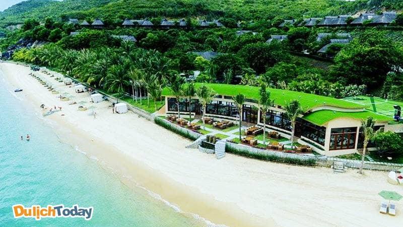 Hòn Tằm resort với bãi biển cát trắng xóa tuyệt đẹp