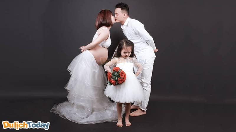 Chụp ảnh gia đình theo phong cách tối giản mà hiện đại tại Ray Concept