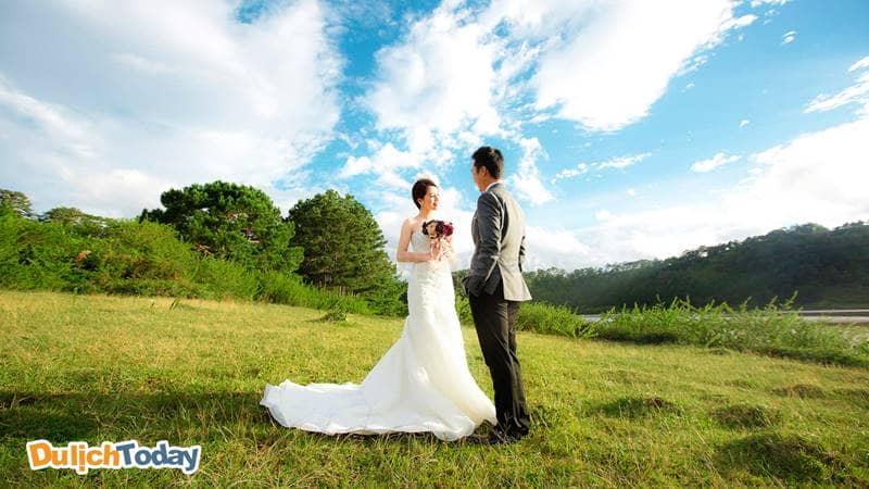 Ảnh cưới cực đẹp khi chụp ảnh tại thung lũng tình yêu Hà Nội