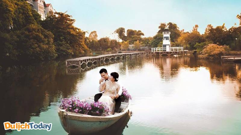 Bạn có thể lựa chon ngoại cảnh chụp ảnh cưới trên hồ