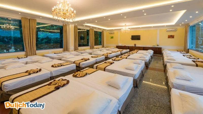 Phòng nghỉ cộng đồng tại Sông Hồng Resort được thiết kế thành khu vực sinh hoạt chung với số lượng từ 30-60 khách